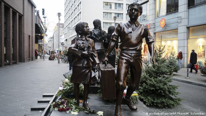 A statue commemorating the Kindertransport in Berlin