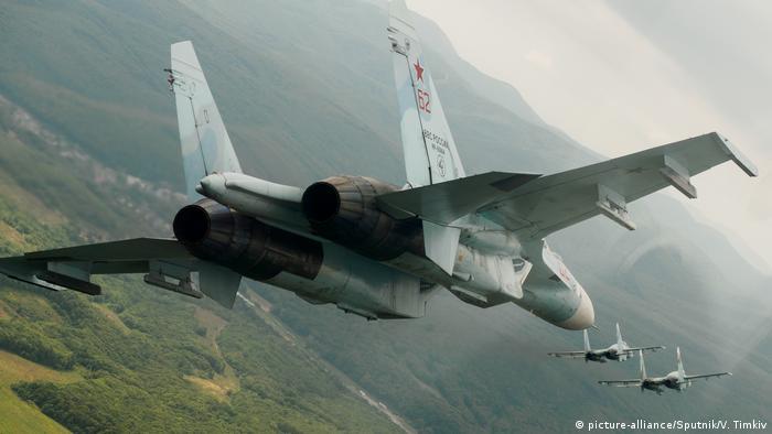 Su-27s in flight