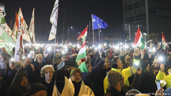 Ungarn Protest vor dem Hauptsitz des öffentlich-rechtlichen Rundfunks MTVA