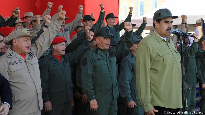 Venezuela Präsident Nicolas Maduro nimmt an einer Militärparade der Bolivarischen Nationalmiliz in Caracas teil