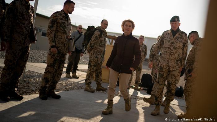 Afghanistan Verteidigungsministerin Ursula von der Leyen in Masar-I-Scharif