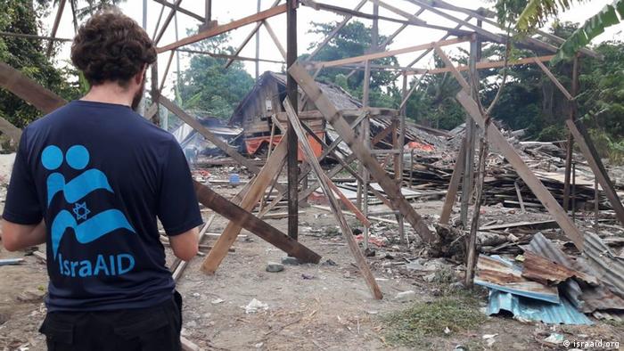 Relawan IsraAid membantu program pemuliham kembali kawasan bencana di Sulawesi Tengah