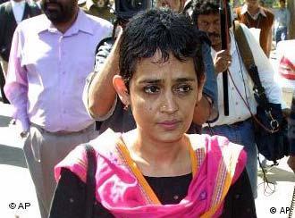 Arundhati Roy in einer Aufnahme aus dem Jahr 2002 (Foto: AP)