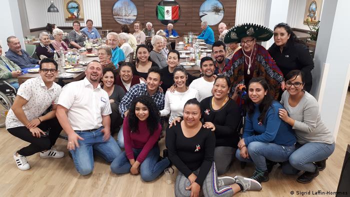 Mexikaner, die zu Pflegekräften in Deutschland (Riesa) ausgebildet werden