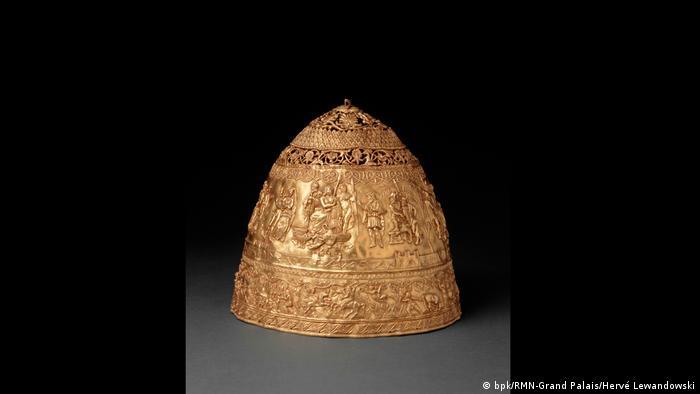 A golden crown (bpk/RMN-Grand Palais/Hervé Lewandowski)