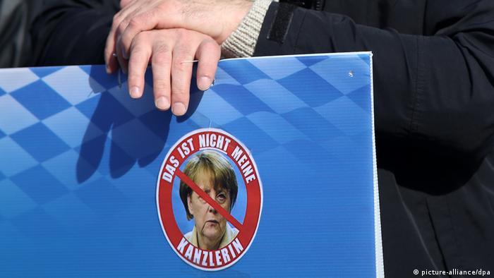 Demonstration gegen Asylpolitik (picture-alliance/dpa)