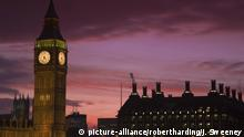 London Big Ben and Houses of Parliament at sunset (picture-alliance/robertharding/J. Sweeney)