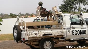 Ecombib, ECOWAS-Friedenstruppe in Guinea-Bissau und 2 Gruppen von 15 PAIGC-Dissidenten