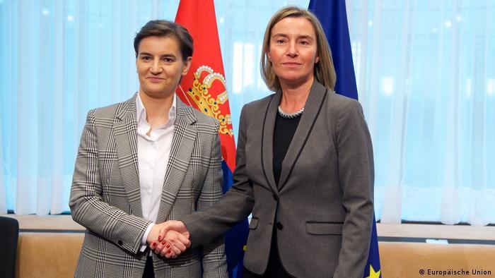 Mogherini (desno) s premijerkom Srbije Anom Brnabić
