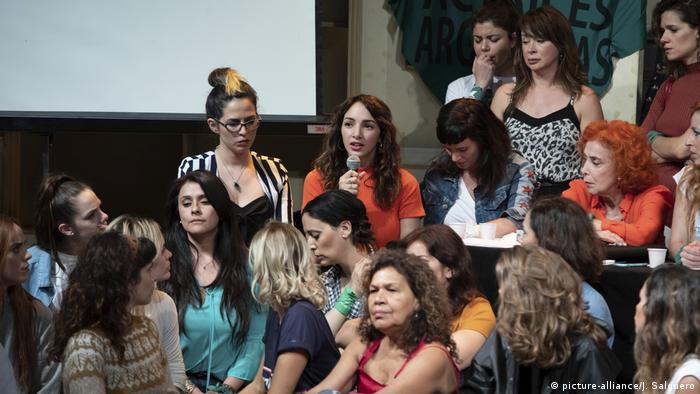 Thelma Fardin durante la conferencia de prensa con miembros del colectivo Actrices Argentinas, en Buenos Aires. (11.12.2018).