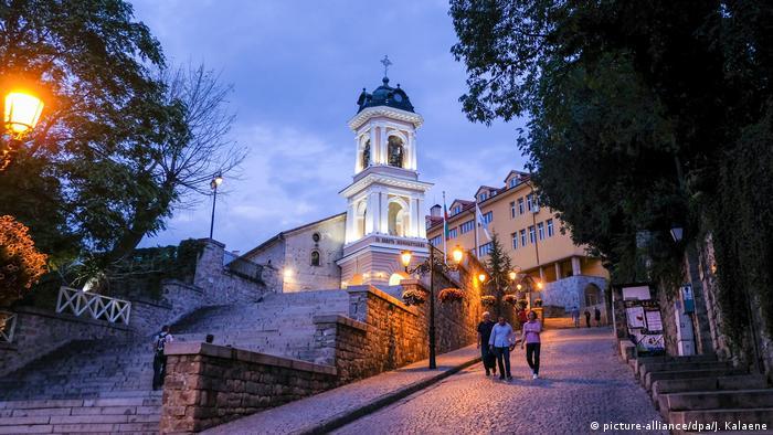 Bulgarien Plovdiv - Altstadt am Abend (picture-alliance/dpa/J. Kalaene)