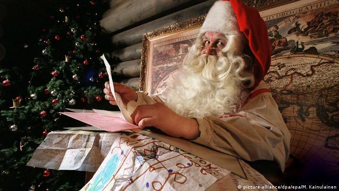 Der finnische Weihnachtsmann in Rovaniemi (picture-alliance/dpa/epa/M. Kainulainen)
