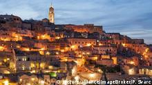 Italien Höhlenwohnungen von Sasso Caveoso in der Abenddämmerung
