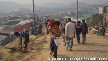 Geflüchteter Rohingya mit Gaszylinder in Cox`s Bazar