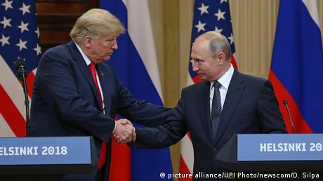 US President Donald Trump shakes hands with Russian President Vladimir Putin (picture alliance/UPI Photo/newscom/D. Silpa)