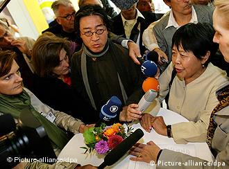 Dai Qing and Bei Ling speaking to reporters