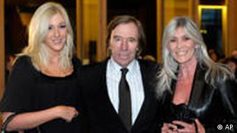 Netzer mit Ehefrau Elvira (r.) und Tochter Alana (Foto: AP)