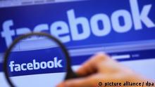 ARCHIV- ILLUSTRATION - Durch eine Lupe ist am Dienstag (16.11.2010) in Schwerin der Schriftzug des sozialen Internet-Netzwerks Facebook auf einem Laptop zu sehen. Der Bundesverband der Verbraucherzentralen (vzbv) will das Online-Netzwerk Facebook gerichtlich zu einem sensibleren Umgang mit privaten Informationen zwingen. Foto: Jens Büttner dpa (Zu dpa Jahreschronik - Die wichtigsten Ereignisse des Jahres 2010) +++(c) dpa - Bildfunk+++ | Verwendung weltweit