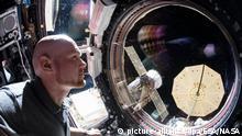 HANDOUT - 12.12.2018, ---: Der deutsche Astronaut Alexander Gerst in der Internationalen Raumstation ISS - wenige Tage vor seiner Rückkehr zur Erde. Nach fast 200 Tagen im All ist Gerst am 20.12.2018 mit zwei weiteren Raumfahrern wieder sicher auf der Erde gelandet. Foto: ESA/NASA - ACHTUNG: Nur zur redaktionellen Verwendung im Zusammenhang mit der aktuellen Berichterstattung und nur mit vollständiger Nennung des vorstehenden Credits +++ dpa-Bildfunk +++ |