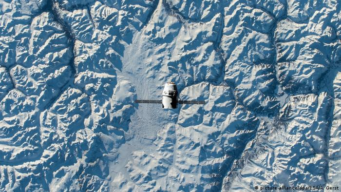 A Soyuz capsule seen returning to Earth from the ISS (picture-alliance/dpa/ESA/A. Gerst)