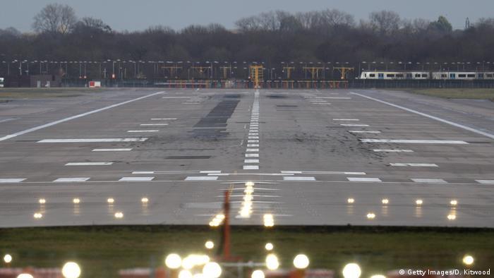 Runway closed at Gatwick