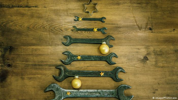 A Chritsmas tree made of spanners