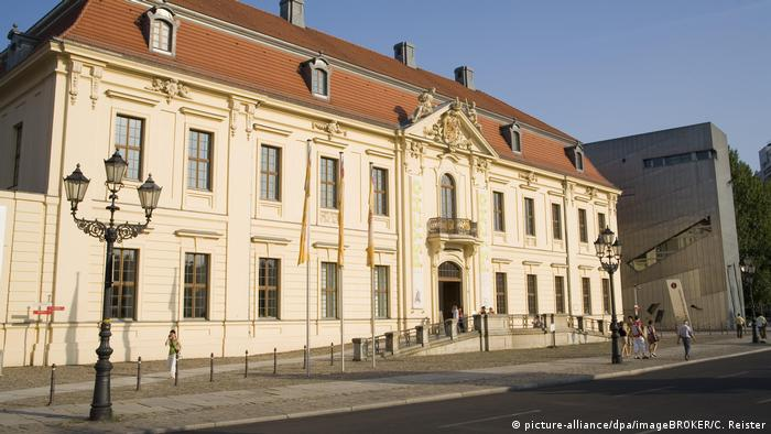 Entrada barroca del Museo Judío de Berlín.