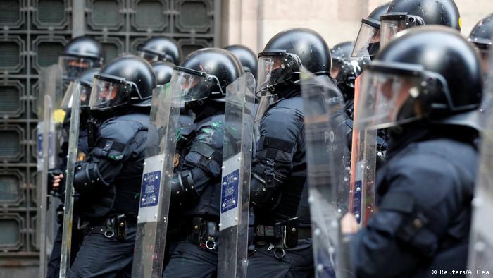 Spanien Protest gegen Parlamentssitzung in Barcelona