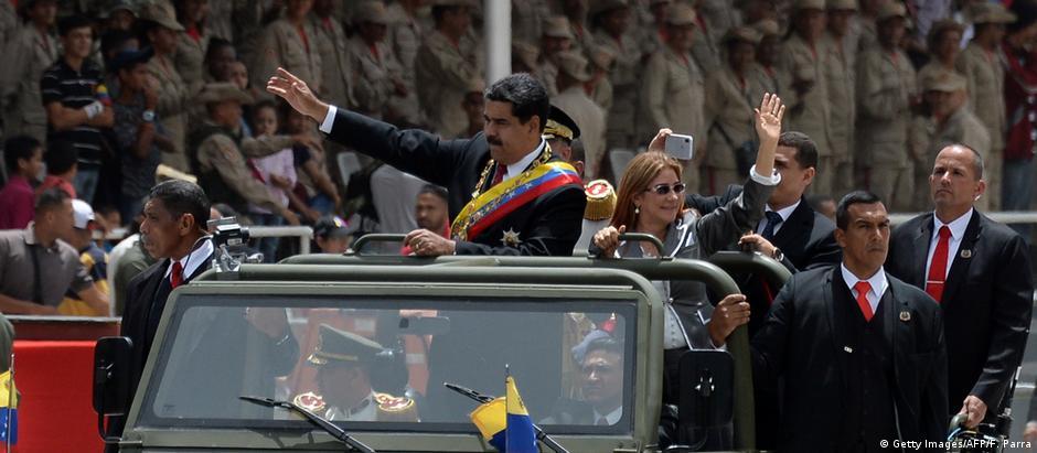 Venezuela Militärparade in Caracas | Nicolas Maduro, Präsident & Ehefrau Cilia Flores (Getty Images/AFP/F. Parra)