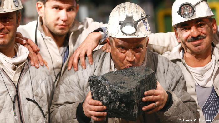 немецкие шахтеры прощаются с последним добытым в Германии каменным углем