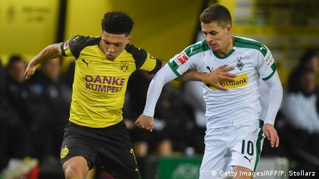 Dortmund's English midfielder Jadon Sancho (L) and Mönchengladbach's Belgian forward Thorgan Hazard vie for the ball during the German first division Bundesliga football match Borussia Dortmund vs Borussia Mönchengladbach in Dortmund, western Germany, on December 21, 2018. (Getty Images/AFP/P. Stollarz)