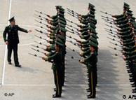 国庆将至,中国各地阅兵队正加紧练兵