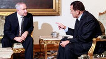 Hosni Mubarak mit Benjamin Netanjahu (Foto: AP)