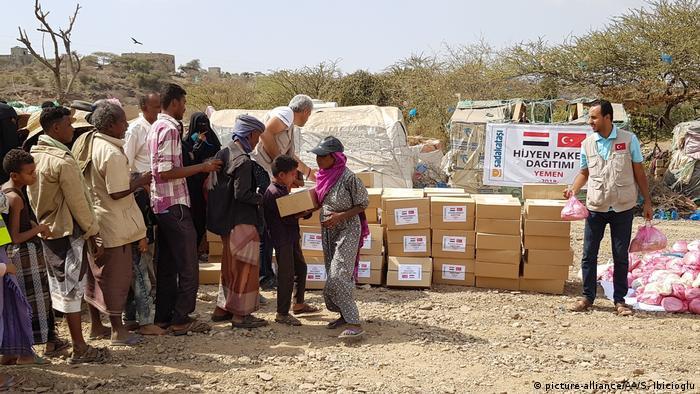Jemen humanitäre Hilfe verteilt (picture-alliance/AA/S. Ibicioglu)