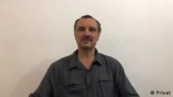 Edward Six, pai de Billy Six, clama pela soltura do filho em vídeo