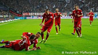 Deutschland Bundesliga - Eintracht Frankfurt v Bayern München   Tor Rafinha