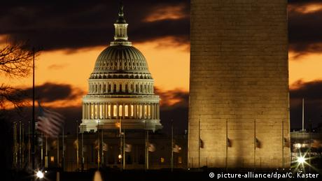 The Capitol and Washington monument (picture-alliance/dpa/C. Kaster)