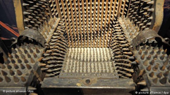 Sprava za mučenje, stolica s čavlima, u muzeju u Speyeru