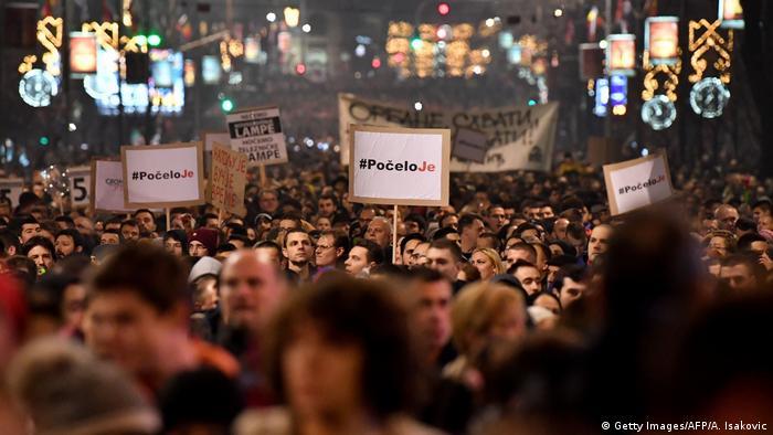 Serbien Belgrad Proteste gegen Regierung (Getty Images/AFP/A. Isakovic)