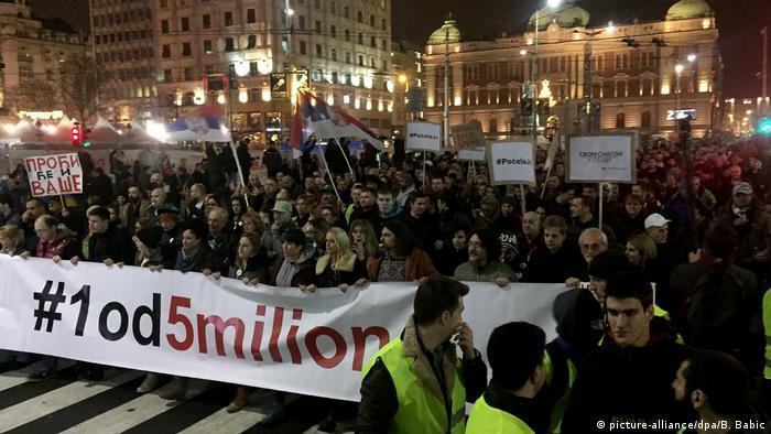 Serbien Belgrad Proteste gegen Regierung (picture-alliance/dpa/B. Babic)