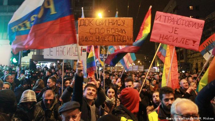 Serbien Belgrad Proteste gegen Regierung (picture-alliance/AA/M. Miskow)