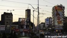 Serbien Belgrad - Stadtansicht mit Verkehr
