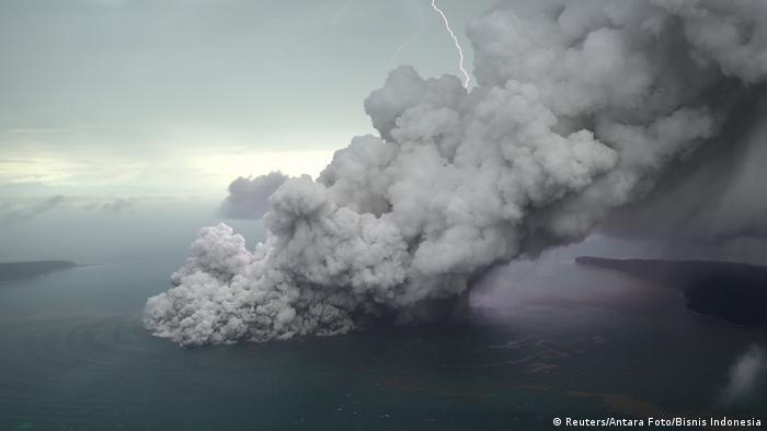 Anak Krakatau (Reuters/Antara Foto/Bisnis Indonesia)