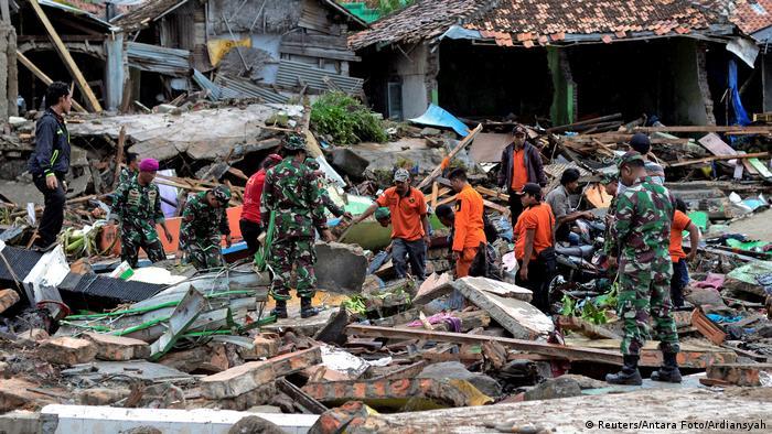 Rescue workers in the Rajabasa district of Lambung (Reuters/Antara Foto/Ardiansyah)