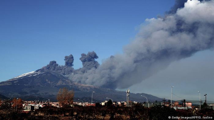 Italien Vulkan Ätna auf Sizilien ist ausgebrochen
