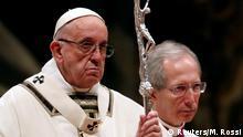 Vatikan Papst kritisiert in Christmette menschliche Gier und Konsum