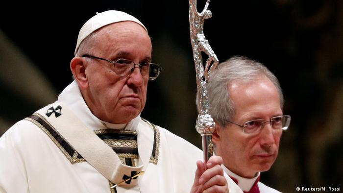 Vatikan Papst kritisiert in Christmette menschliche Gier und Konsum (Reuters/M. Rossi)