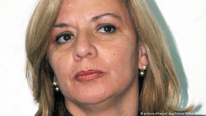 El 27 de diciembre de 2006 murió en un accidente de helicóptero la ministra de Defensa de Ecuador Guadalupe Larriva. La aeronave chocó contra otro helicóptero durante unas maniobras. (27.12.2006)