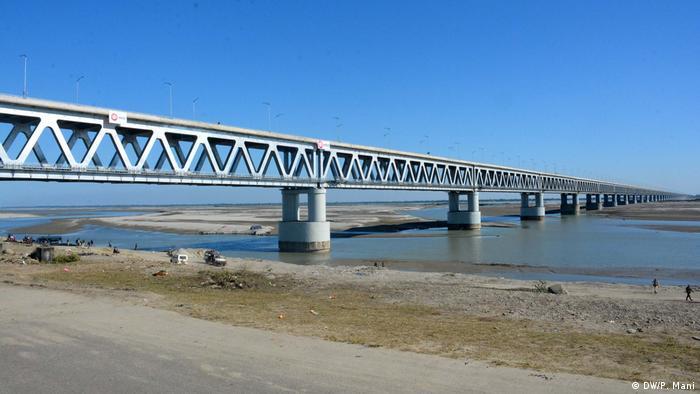 Indien Bogibeel Bridge in Assam (DW/P. Mani)