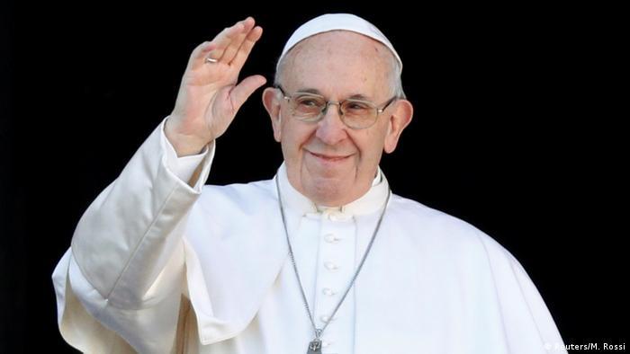 Papa Francisco na varanda da Basílica de São Pedro, durante a tradicional bênção solene Urbi et Orbi